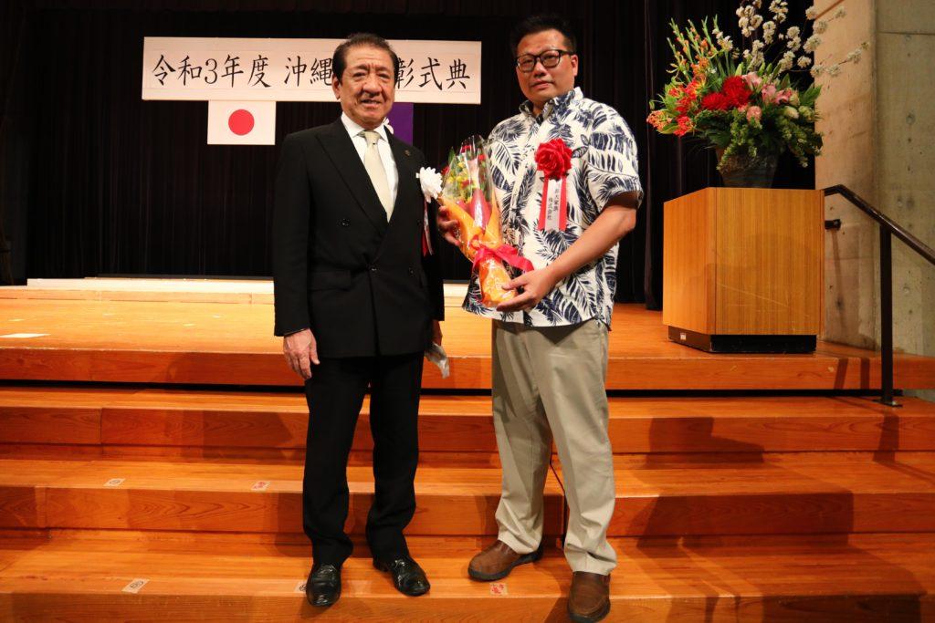 沖縄市から表彰を受けました。